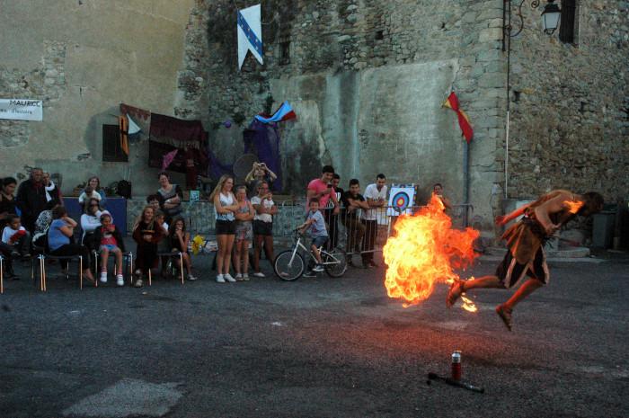 fête médiévale marquixanes Urban Style et son cracheur de feu